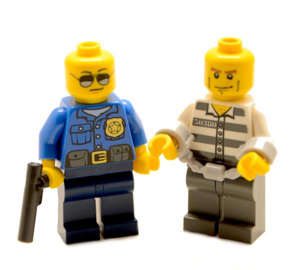 Lego Minifigur Polizist mit Bandit (Custom)